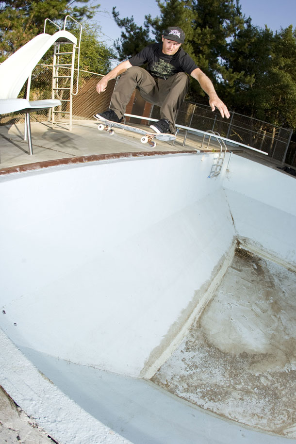 Mike-Peterson-ollie-into-pool
