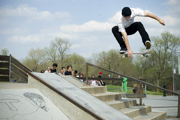 Mike_Mo_Kickflip_Indy
