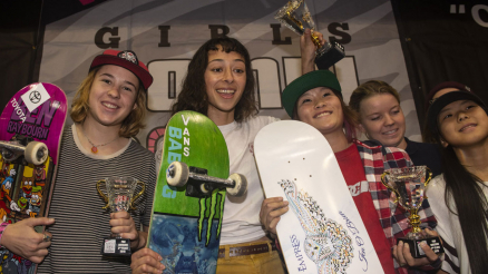 2019 Vans Girls Combi Pool Classic Photos